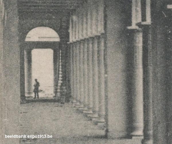 Expo 1913 in opbouw: La Colonnade de la Section Française, Vue sur la Cour d'Honneur - detail